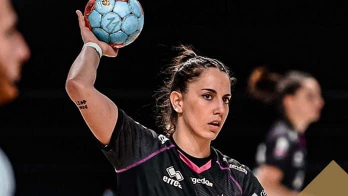 Handball D1F - Premier match, première victoire